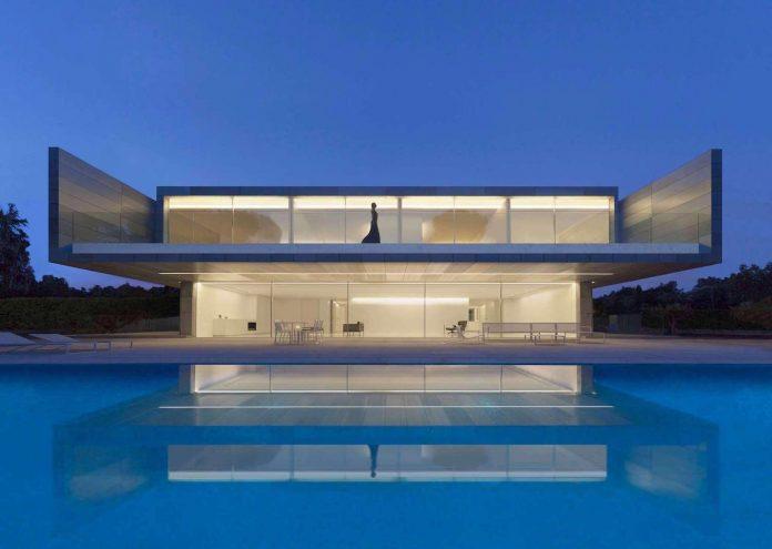 fran-silvestre-arquitectos-design-modern-two-storey-aluminium-residence-located-madrid-01