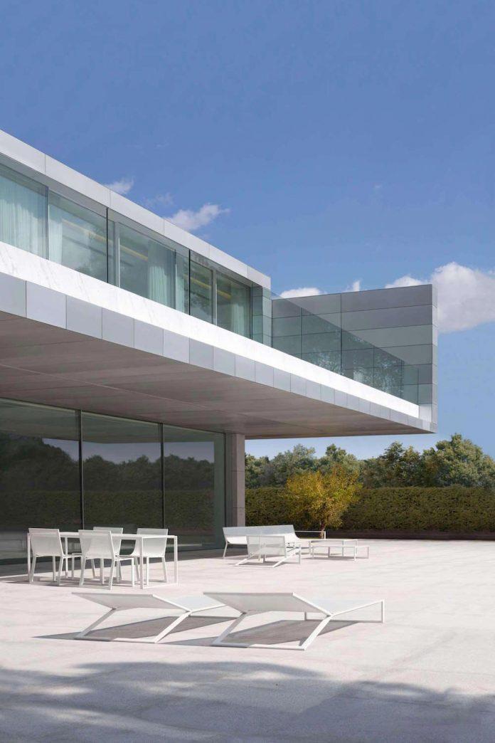 Fran silvestre arquitectos design the modern two storey aluminium residence located in madrid - Arquitectos madrid ...
