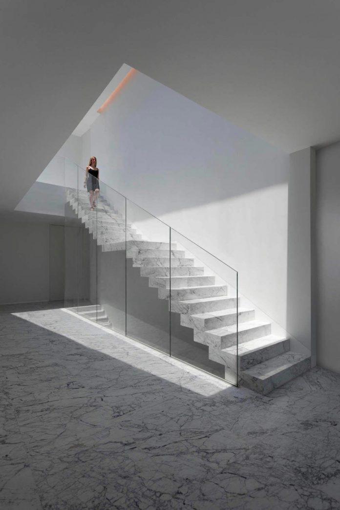 fran-silvestre-arquitectos-design-modern-two-storey-aluminium-residence-located-madrid-05