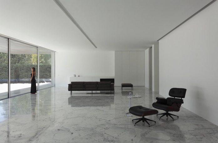 fran-silvestre-arquitectos-design-modern-two-storey-aluminium-residence-located-madrid-08