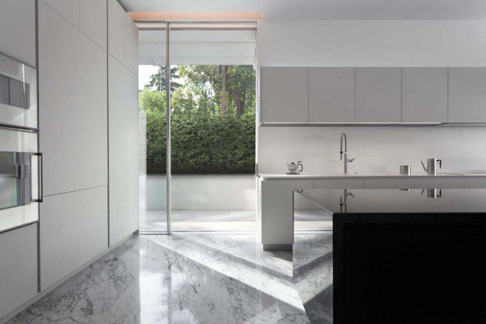 fran-silvestre-arquitectos-design-modern-two-storey-aluminium-residence-located-madrid-09