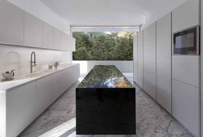 fran-silvestre-arquitectos-design-modern-two-storey-aluminium-residence-located-madrid-10