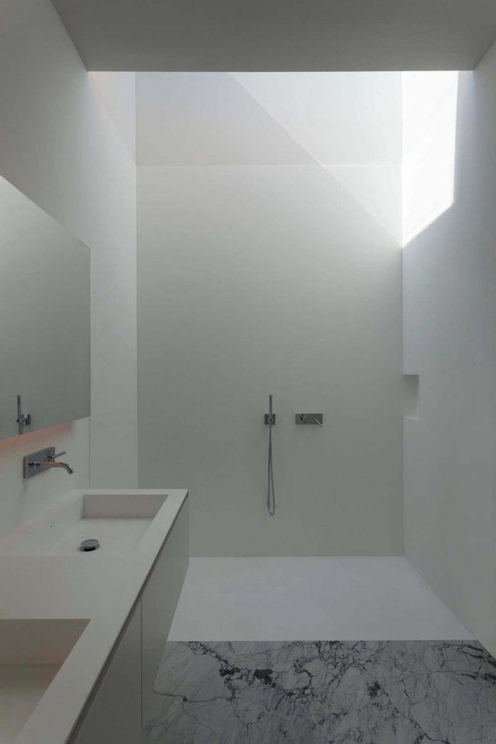 fran-silvestre-arquitectos-design-modern-two-storey-aluminium-residence-located-madrid-11
