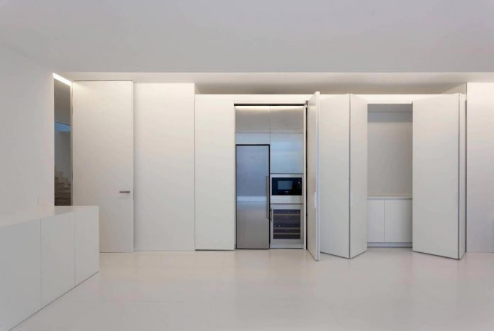 fran-silvestre-arquitectos-design-modern-two-storey-aluminium-residence-located-madrid-16