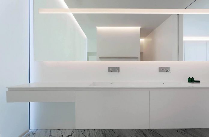 fran-silvestre-arquitectos-design-modern-two-storey-aluminium-residence-located-madrid-20
