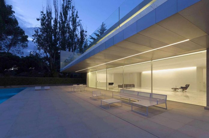 Fran silvestre arquitectos design the modern two storey for 22 river terrace nyc