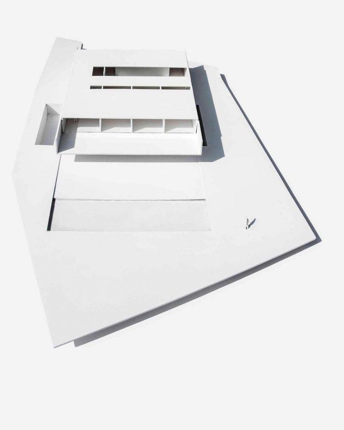 fran-silvestre-arquitectos-design-modern-two-storey-aluminium-residence-located-madrid-30