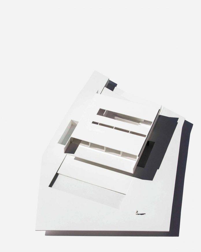 fran-silvestre-arquitectos-design-modern-two-storey-aluminium-residence-located-madrid-32