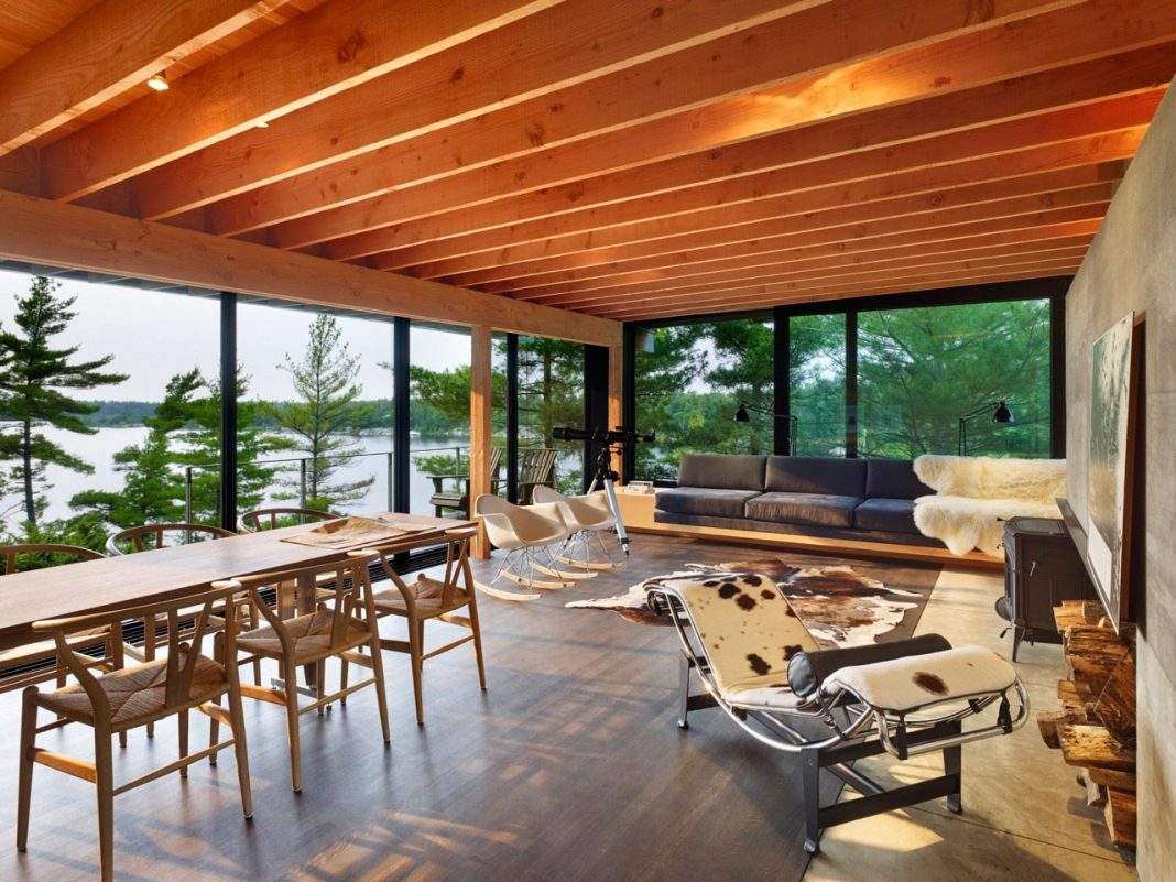 Ian MacDonald design the Go Home Bay Cabin located in the Ontario's Georgian Bay archipelago