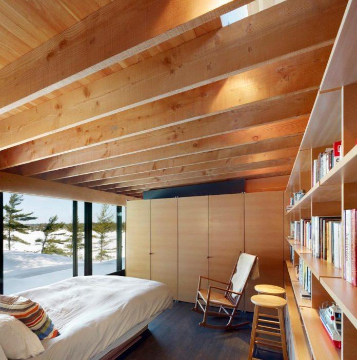 ian-macdonald-design-go-home-bay-cabin-located-ontarios-georgian-bay-archipelago-09