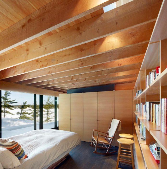 ian-macdonald-design-go-home-bay-cabin-located-ontarios-georgian-bay-archipelago-09