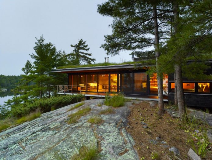 ian-macdonald-design-go-home-bay-cabin-located-ontarios-georgian-bay-archipelago-10
