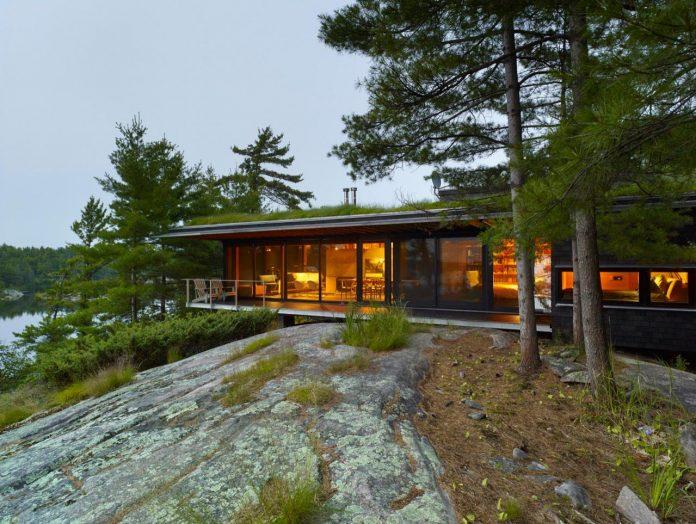 ian-macdonald-design-go-home-bay-cabin-located-ontarios-georgian-bay-archipelago-10