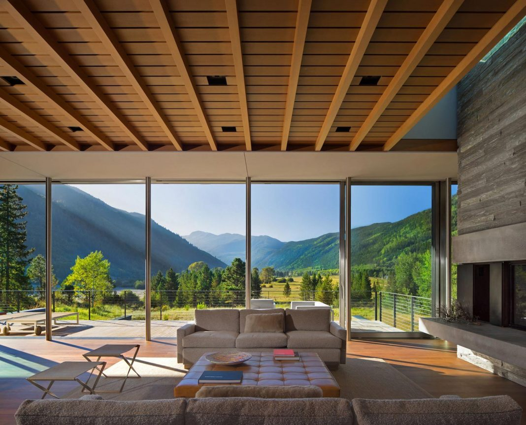 Independence Pass Residence situated at the edge of a nature preserve in Aspen by Bohlin Cywinski Jackson