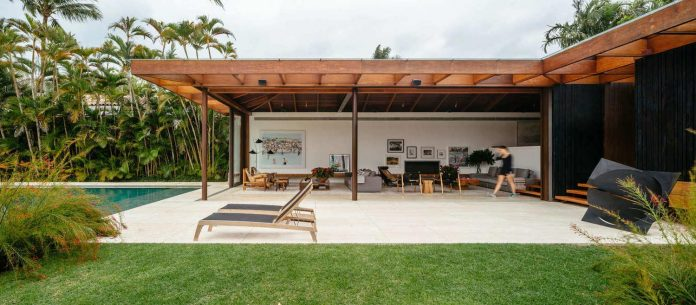 jacobsen-arquitetura-design-rt-house-located-private-area-surrounded-vegetation-02