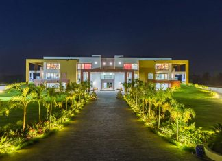 Layvir Luxury Villa by Ramesh Patel & Associates