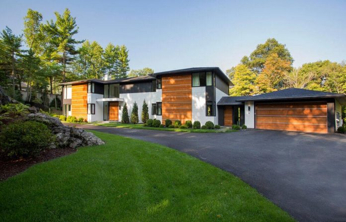 Ledgewood Contemporary New England style home by LDa Architecture