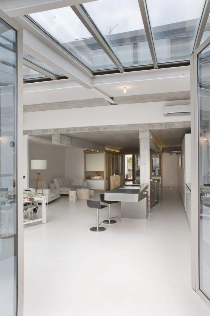 lk-contemporary-pale-colour-loft-paris-designed-olivier-chabaud-architectes-07