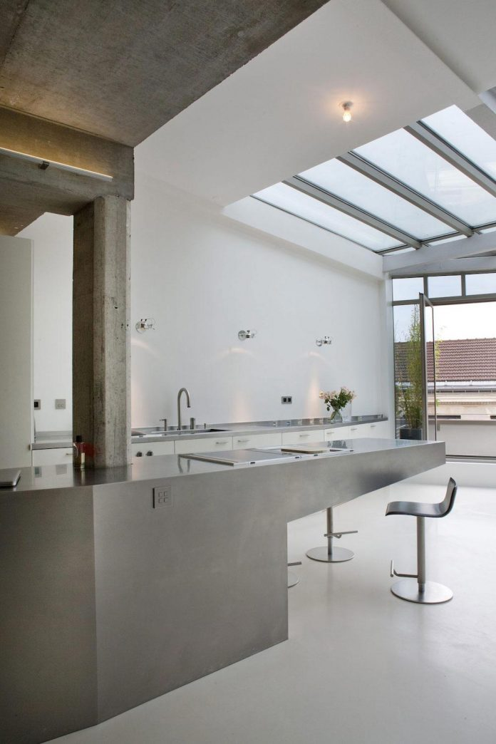 lk-contemporary-pale-colour-loft-paris-designed-olivier-chabaud-architectes-10