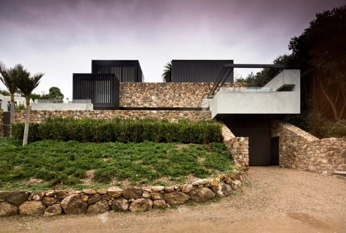 local-rock-summer-residence-waiheke-island-pattersons-02