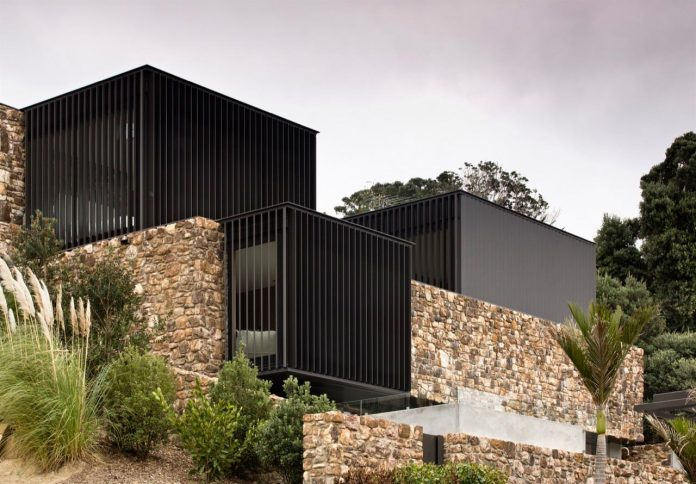 local-rock-summer-residence-waiheke-island-pattersons-03