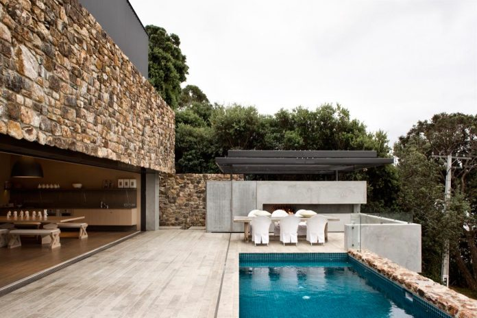 local-rock-summer-residence-waiheke-island-pattersons-04
