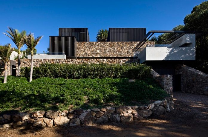 local-rock-summer-residence-waiheke-island-pattersons-06