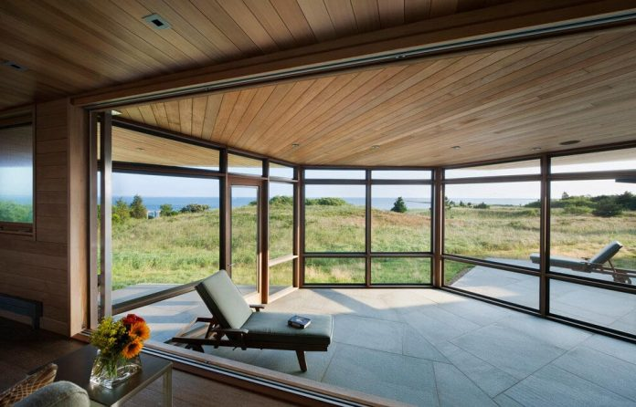 maryann-thompson-architects-design-bluff-house-occupying-crest-windblown-bluff-overlooking-atlantic-nearby-saltwater-ponds-05