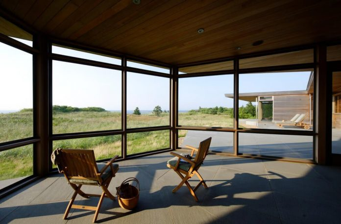 maryann-thompson-architects-design-bluff-house-occupying-crest-windblown-bluff-overlooking-atlantic-nearby-saltwater-ponds-08