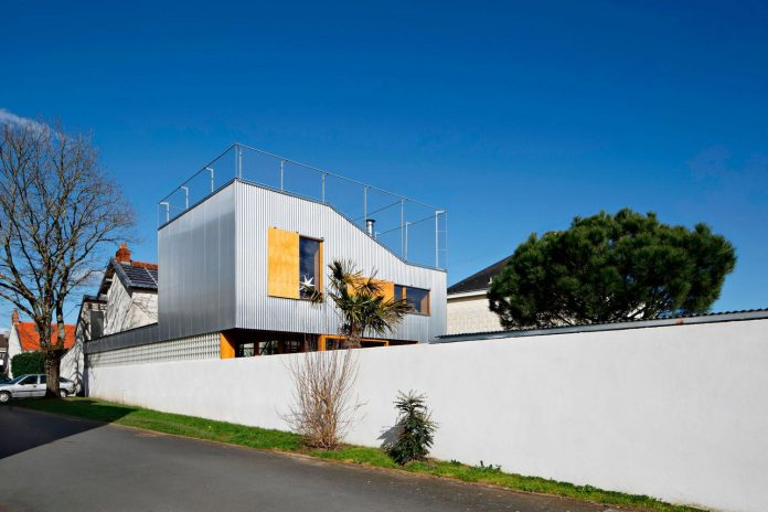 metal-wood-house-extension-nantes-designed-mabire-reich-architects-03