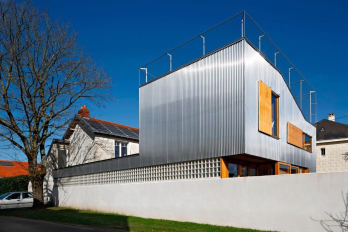 metal-wood-house-extension-nantes-designed-mabire-reich-architects-04
