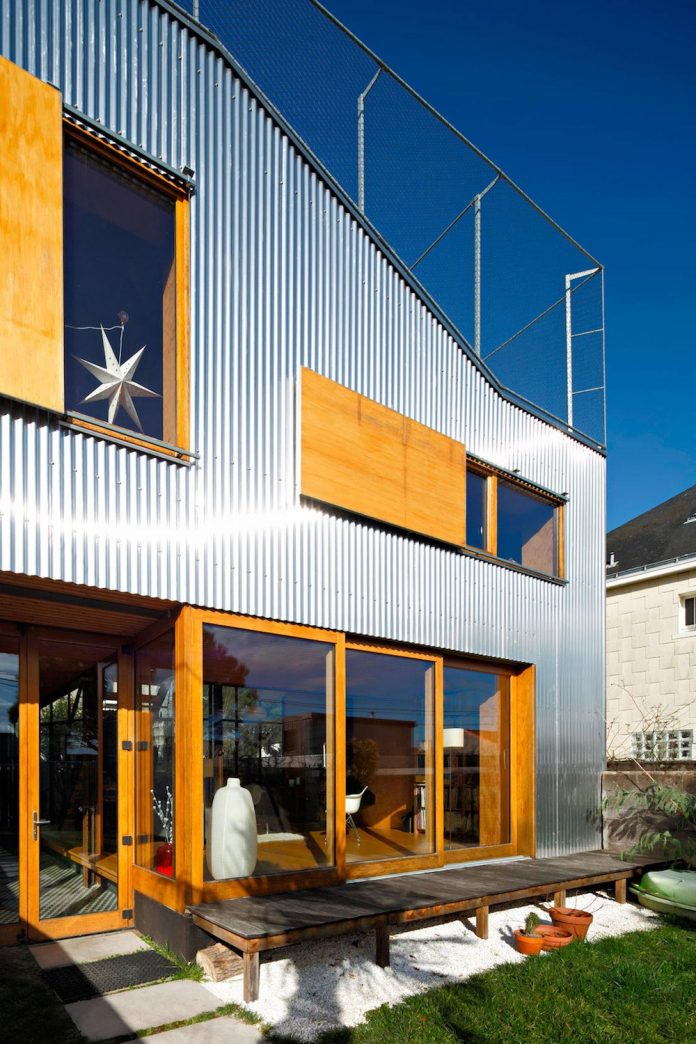 metal-wood-house-extension-nantes-designed-mabire-reich-architects-05