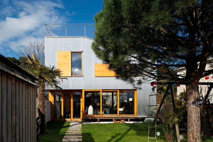 metal-wood-house-extension-nantes-designed-mabire-reich-architects-06