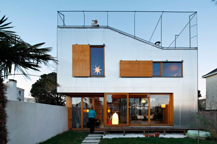 metal-wood-house-extension-nantes-designed-mabire-reich-architects-07
