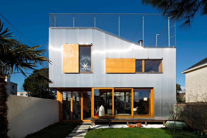 metal-wood-house-extension-nantes-designed-mabire-reich-architects-08