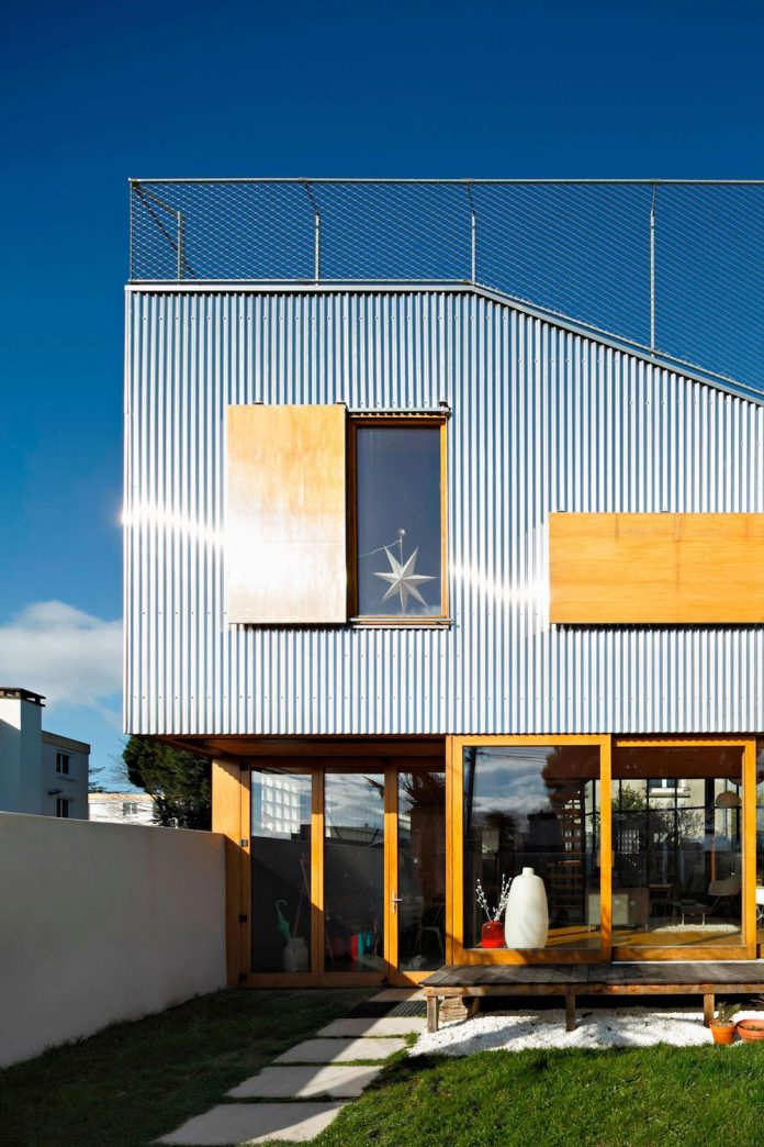 metal-wood-house-extension-nantes-designed-mabire-reich-architects-09
