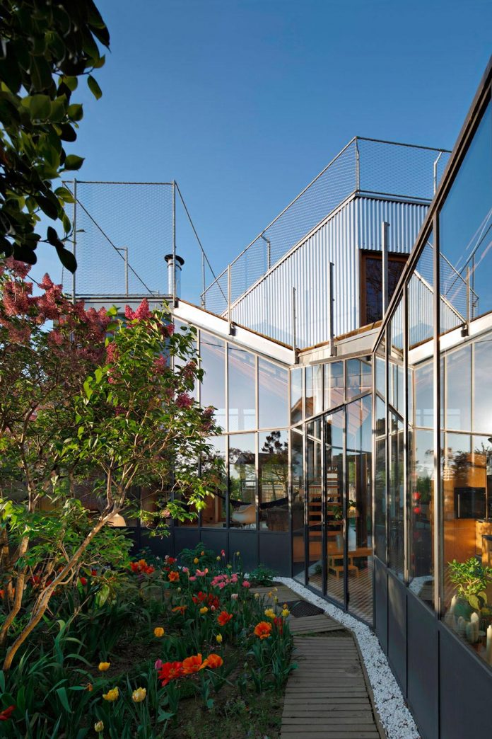 metal-wood-house-extension-nantes-designed-mabire-reich-architects-12