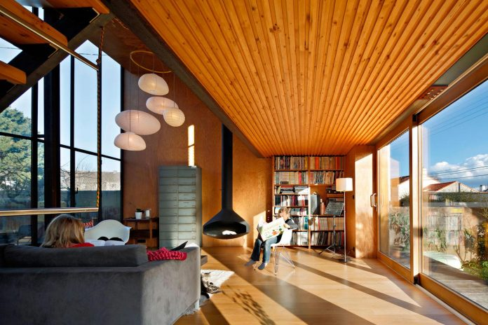 metal-wood-house-extension-nantes-designed-mabire-reich-architects-16