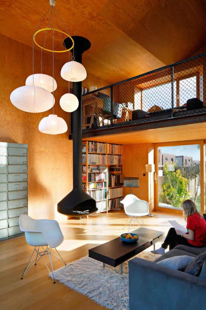metal-wood-house-extension-nantes-designed-mabire-reich-architects-17