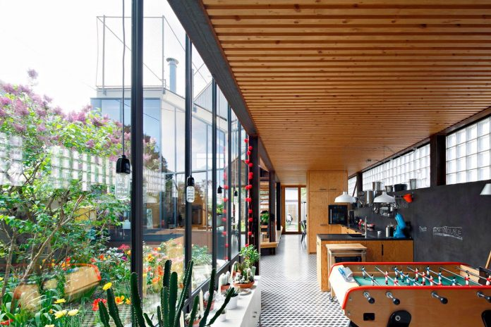 metal-wood-house-extension-nantes-designed-mabire-reich-architects-18
