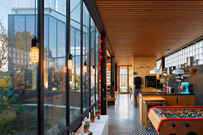 metal-wood-house-extension-nantes-designed-mabire-reich-architects-19
