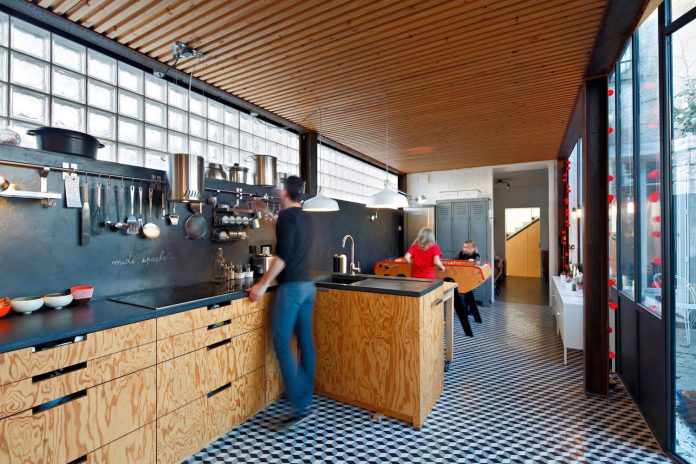 metal-wood-house-extension-nantes-designed-mabire-reich-architects-20