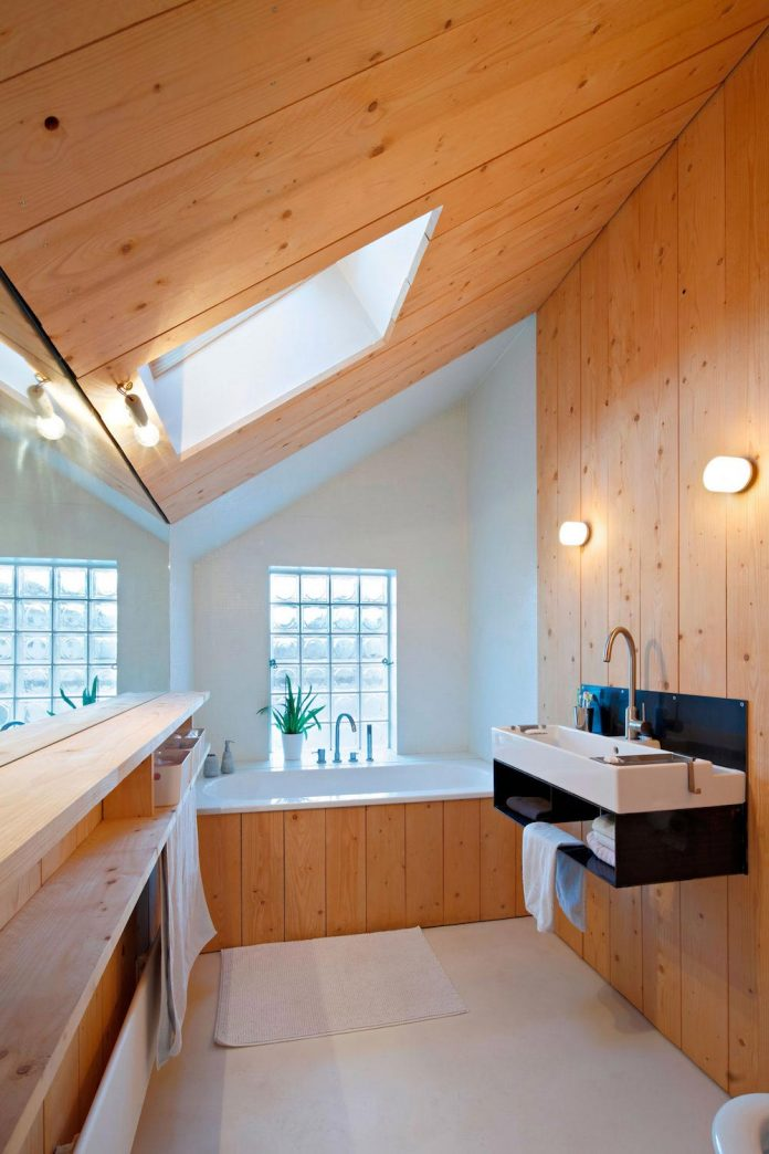 metal-wood-house-extension-nantes-designed-mabire-reich-architects-26
