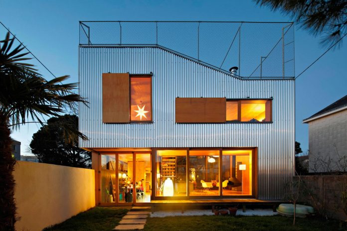 metal-wood-house-extension-nantes-designed-mabire-reich-architects-30