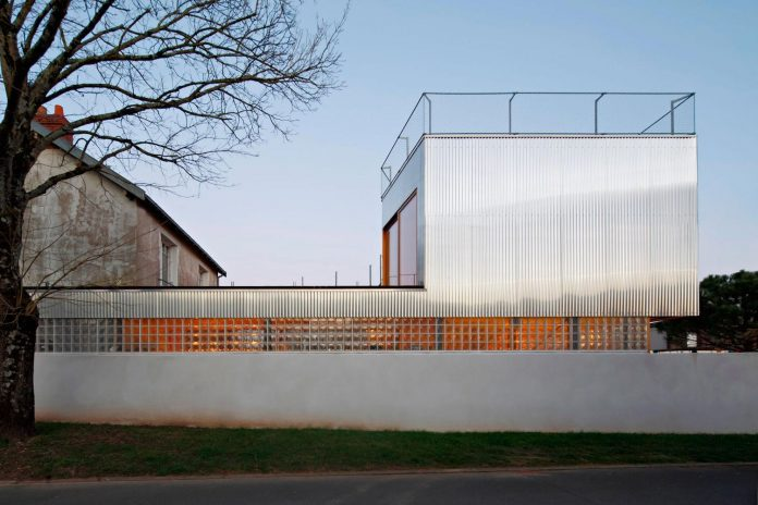 metal-wood-house-extension-nantes-designed-mabire-reich-architects-31