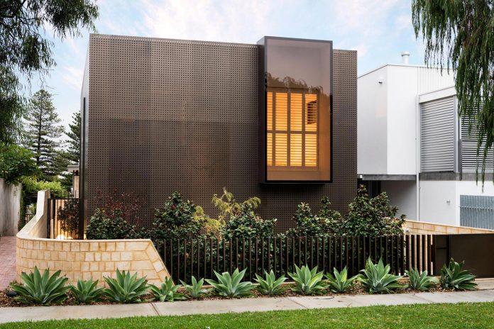 minimalistic-bronze-metalwork-exterior-chamberlain-street-residence-weststyle-design-development-01