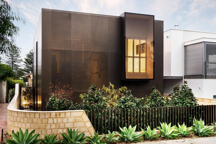 High Quality Minimalistic Bronze Metalwork Exterior  Chamberlain Street Residence Weststyle