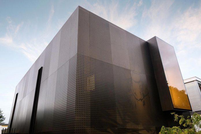 minimalistic-bronze-metalwork-exterior-chamberlain-street-residence-weststyle-design-development-03
