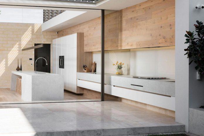 minimalistic-bronze-metalwork-exterior-chamberlain-street-residence-weststyle-design-development-06