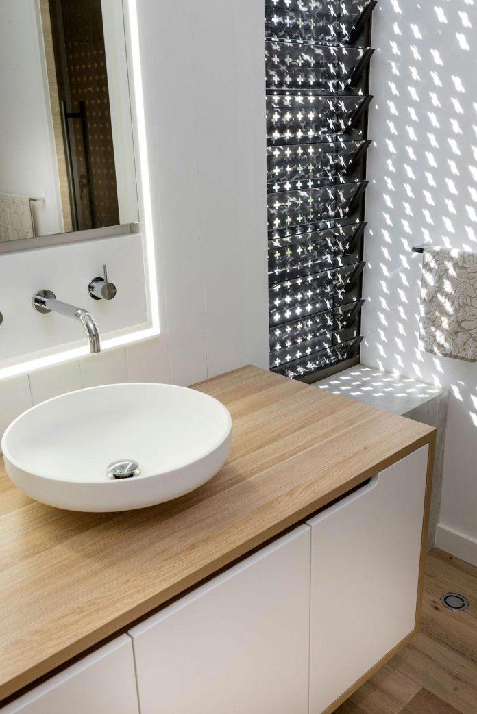 minimalistic-bronze-metalwork-exterior-chamberlain-street-residence-weststyle-design-development-15